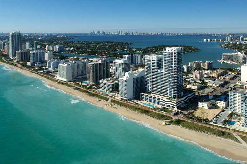 The Carillon Hotel & spa is situated in Miami Beach, with the Atlantic ocean on one side and the Biscayne Bay on the other.